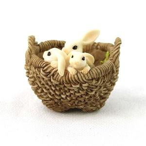 Three Bunnies in a basket / 3 kaninunger i en kurv